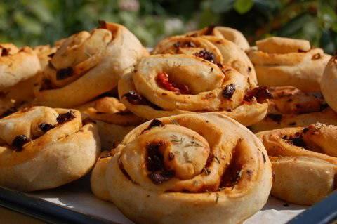 aszalt paradicsomos kenyertekercs
